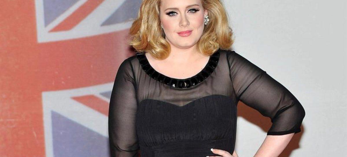 Adele rechazó oferta para cantar en el medio tiempo del Superbowl