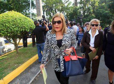 La «correctísima» Alma Cortés pide ahost de televisión que recoja elpopo de su mascota