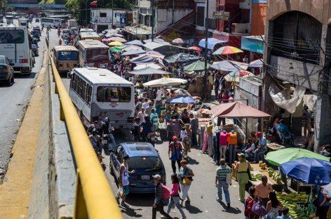 Venezolanos pagan hasta 20 veces más por los productos escasos