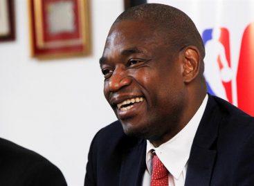 Mutombo animó a jóvenes uruguayos a estudiar en acto de la NBA