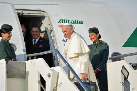Papa Francisco llegó a Georgia para reunirse con feligreses