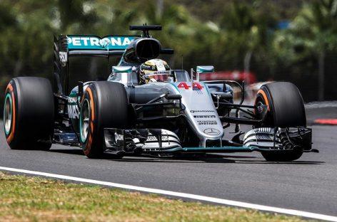 Hamilton y Rosberg preparan la batalla por la 'pole position'