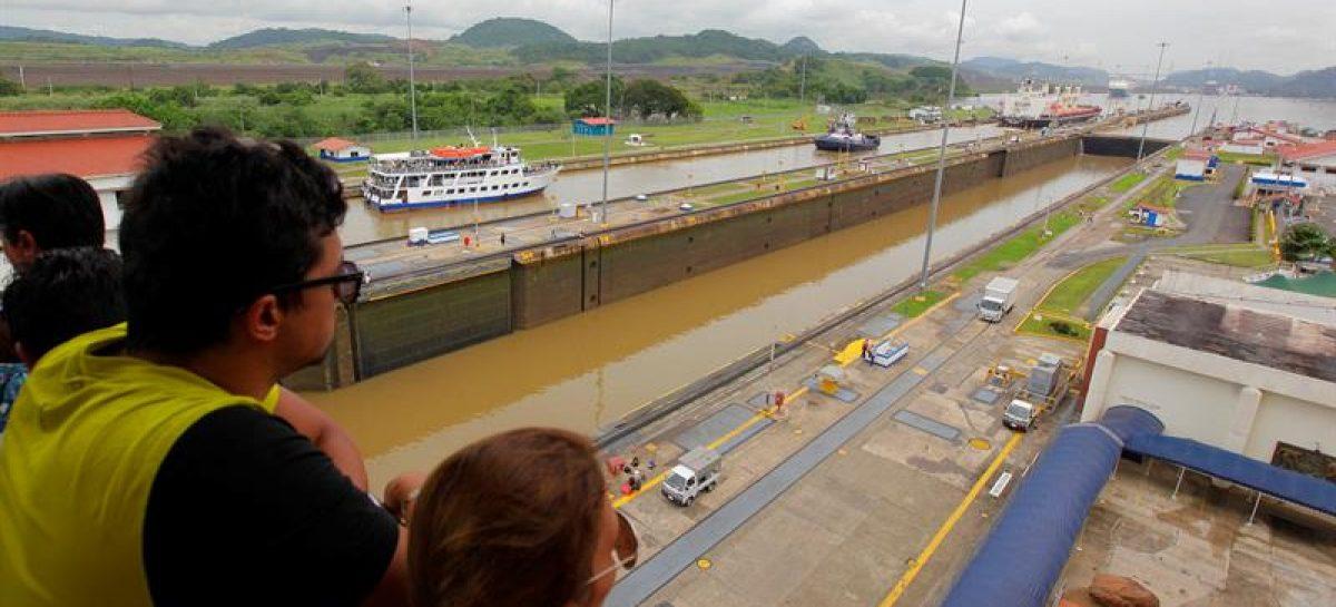 El buque portavehículos más grandedelmundo atravesará elCanaldePanamá