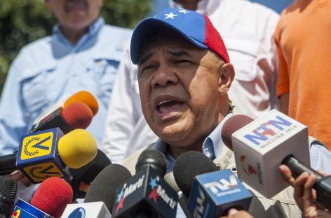 Oposición marcha en el interior de Venezuela bajo fuerte custodia militar