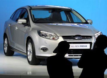 Ford llama a revisión 1,5 millones devehículos por un defecto enlaspuertas