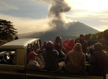 Volcán Turrialba lanza ceniza a 4.000 metros de altura en Costa Rica