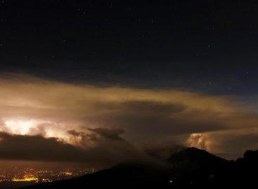 El volcán Turrialba mantiene la expulsión intermitente de ceniza enCosta Rica