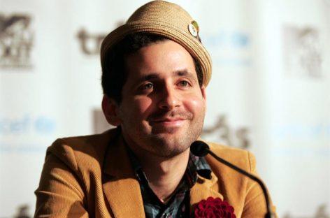Eduardo Cabra continúa faceta como productor de músicos hispanos