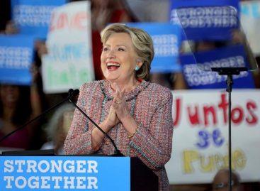 Clinton pide a votantes no confiarse porque la campaña es impredecible