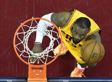LeBron James guió a Cavaliers para tomar ventaja sobre Celtics