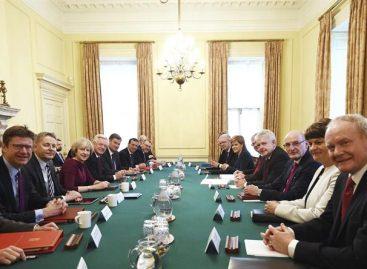 May recibió a los líderes del Reino Unido para debatir el «brexit»