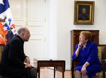 Michelle Bachelet recibió al cantante panameño Rubén Blades