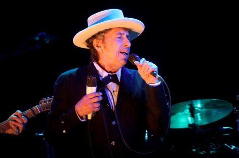 Bob Dylan aceptó el Nobel pero no confirmó si asistirá a la gala