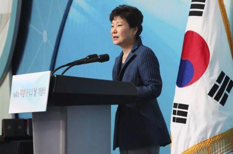 Pidieron renuncia de la presidenta Park tras escándalos en Seúl