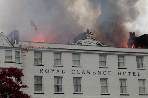 Incendio provocó derrumbe del hotel más antiguo de Inglaterra