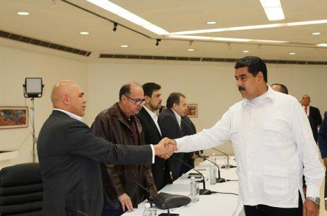 Gobierno y oposición de Venezuela crean 4 mesas de trabajo
