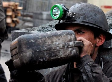 Murieron 15 mineros y 18 siguen atrapados tras explosión en China