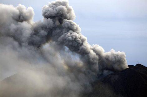 Volcán Aso de Japón registra primera erupción explosiva en 36 años