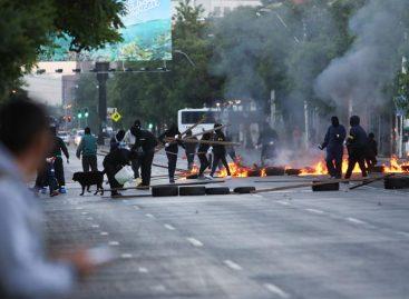 Protestas en Chile por bajas pensiones dejó autobuses quemados