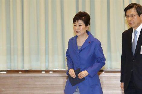 Presidenta surcoreana pide perdón y cedió el poder al primer ministro