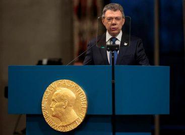 Santos llamó a construir una paz estable al recibir el Nobel