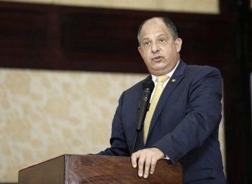Solís defiende «éxitos» de su Gobierno y es optimista frente al plan fiscal