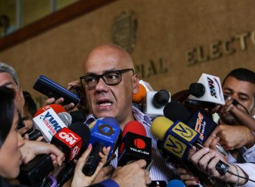 Chavismo dice que seguirá el diálogo en 2017 y no permitirá violencia opositora
