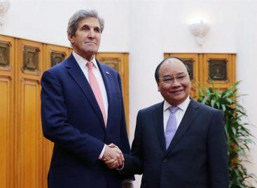 Kerry inició en Vietnam su última gira como secretario de Estado