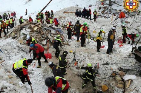 Subió a 14 la cifra de muertos en el hotel sepultado en Italia