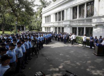 Duterte reprendió a policías corruptos y los enviará a Mindanao