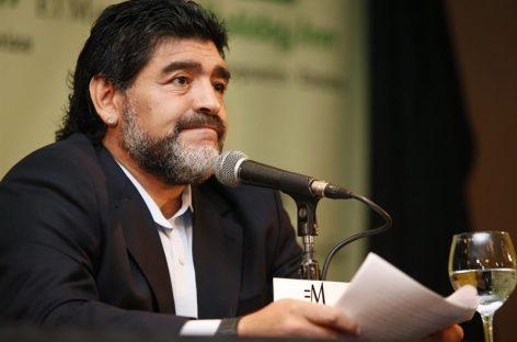 Maradona anunció que trabajará para la FIFA