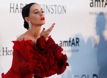 Katy Perry lanzó por sorpresa su cuarto disco «Chained to the rhythm»