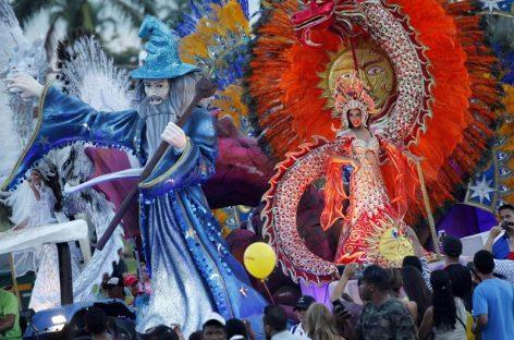 El Carnaval de Panamá no descansa, con reinas y fiestas mojadas