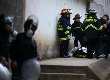 Dos monitores muertos y cinco rehenes por motín en centro de menores guatemalteco