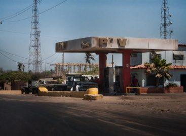 Persisten colas por fallos en el suministro de gasolina en Venezuela