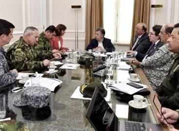 Santos dijo que Maduro ordenó retirar tropas venezolanas de Colombia