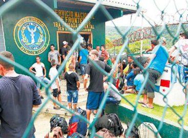 Autoridades de migración tienen enlamira a cubanos y venezolanos