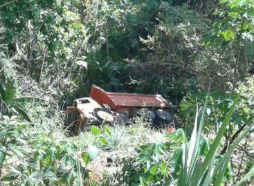 Camión volcó y cayó a un precipicio en Arraiján (+Video)