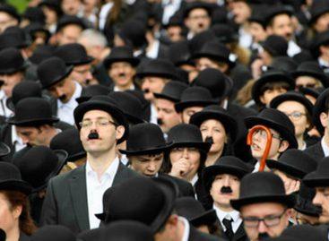 662 personas se vistieron de Charlot para celebrar cumpleaños de Charles Chaplin
