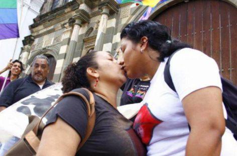 Con nuevo recurso buscan legalizar uniones homosexuales