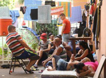 72 inmigrantes cubanos fueron trasladados hacia Paso Canoas