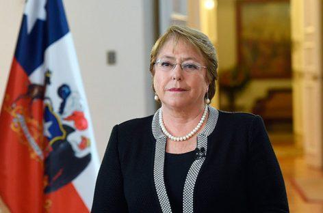 Bachelet llamó a la tranquilidad tras fuerte sismo en Chile
