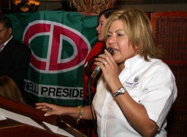Tribunal ratifica prohibición de salida del país a exministra Alma Cortés