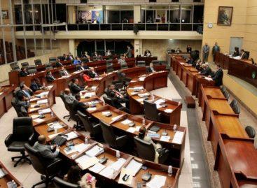 Rechazan el elevado gasto en viajes de diputados y funcionarios