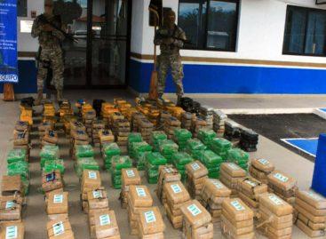 Seis colombianos y un panameño detenidos por decomiso de 476 bultos de cocaína