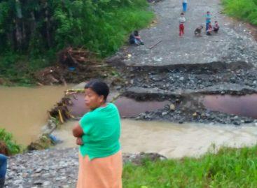 Lluvias causaron colapso de puente en Bocas del Toro