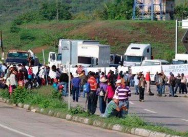 Campesinos guatemaltecos piden renuncia del presidente en bloqueo de carreteras
