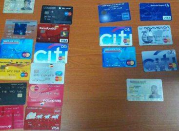 Capturados cinco extranjeros queclonaban tarjetas en la capital