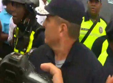 Culpan a Varela: Taxistas se enfrentan a policía en protesta contra Uber (Video)