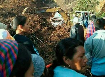Once muertos y varias personas enterradas por alud en Guatemala
